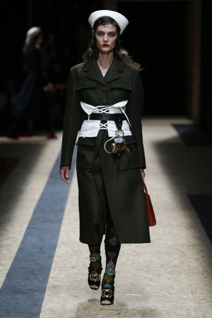 prada-fall-2016-winter-2017-latest-fashion-collection-outfits (5)-dresses