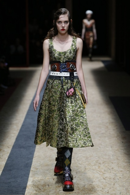 prada-fall-2016-winter-2017-latest-fashion-collection-outfits (6)