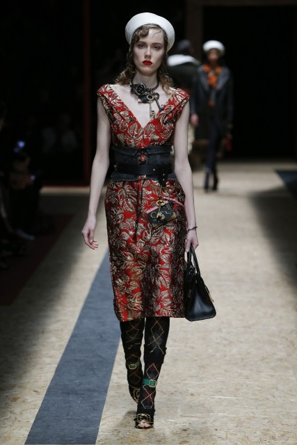 prada-fall-2016-winter-2017-latest-fashion-collection-outfits (7)