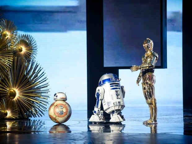 r2d2-bb8-c3po-star-wars-Oscars-awards-Red-carpet-2016-moments-androids-droids