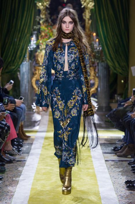 7e0e5da4b66 Roberto Cavalli Fall 2016 Ready-to-Wear Collection Review