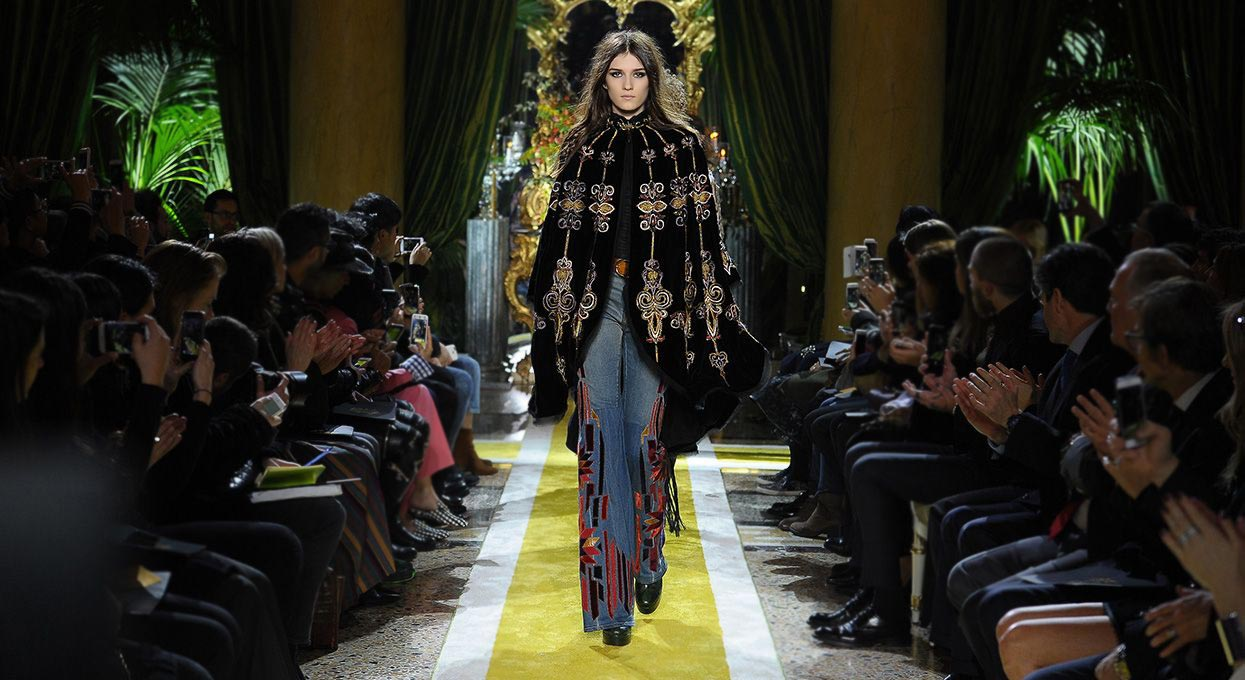 roberto-cavalli-fashion_show_fall_winter_2016_2017-outfit-cape