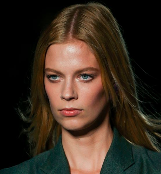 versace-latest-trends-makeup-styles spring-summer-2016-look-no-makeup-nude-white-eye-shadow