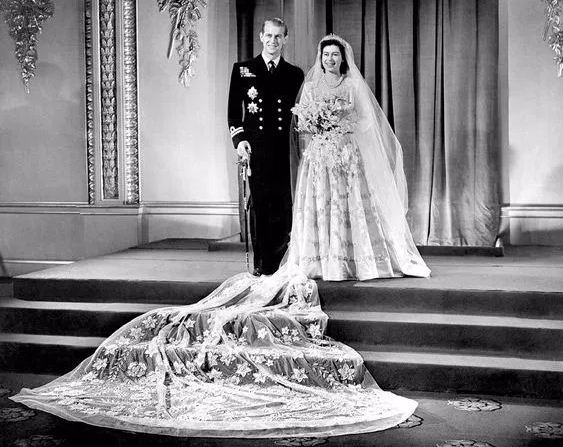 wedding-dresses-queen-elizabeth-best-celebrity-wedding-dresses-bridal-white-long-trail-lace