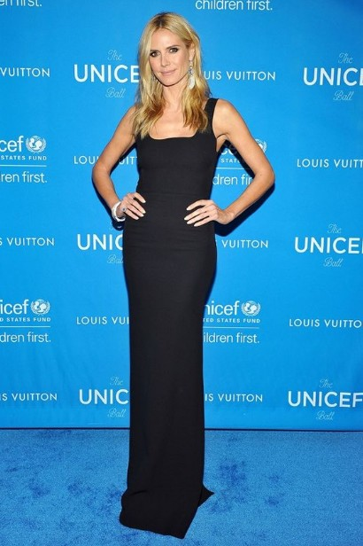 winter-celebrity-outfits-british-designers-heidi-klum-black-sheath-dress-2016