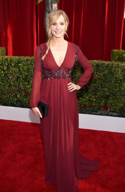 winter-celebrity-outfits-british-designers-joanne-froggatt-burgundy-gown-2016