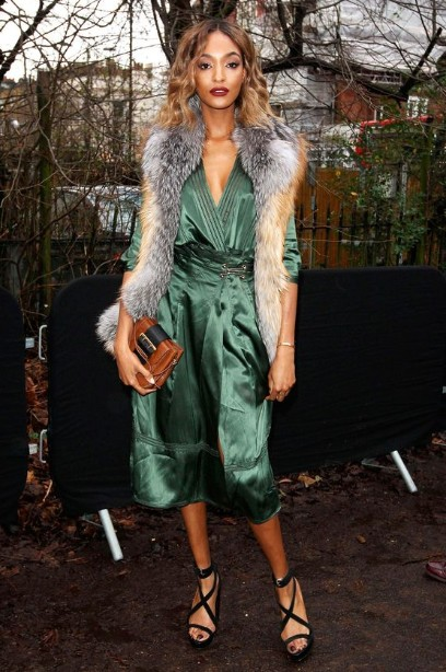 winter-celebrity-outfits-british-designers-jourdan-dunn-scarf-2016