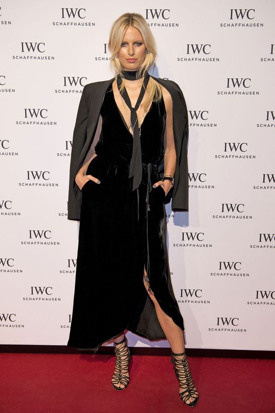 winter-celebrity-outfits-british-designers-karolina-kurkova-black-slit-dress-2016