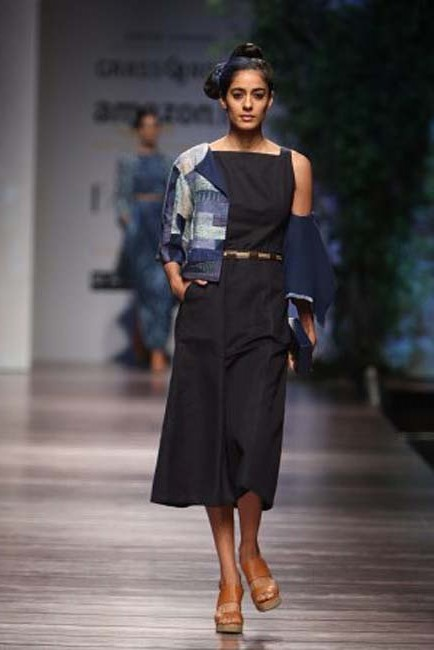 anita-dongre-aw16-aifw-autumn-winter-2016-dress (1)-navy-midi-dress