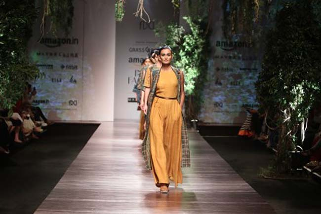 anita-dongre-aw16-aifw-autumn-winter-2016-dress (4)-mustard-jumpsuit