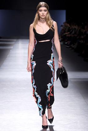 atelier-versace-gigi-hadid-fashion-week-show-fw16-rtw-fall-winter-dress