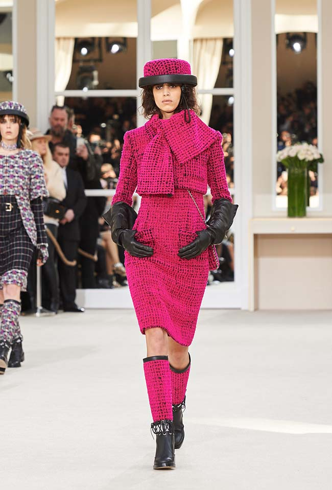 chanel-fall-winter-2016-collection-rtw-ready-to-wear-dresses (1)-fw-outfit-pink-boots