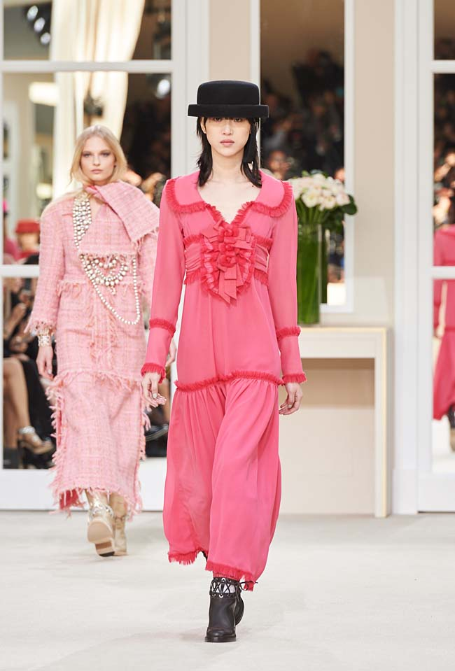 chanel-fall-winter-2016-collection-rtw-ready-to-wear-dresses (13)-pink-dress-skirt-hat