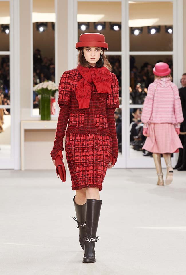 chanel-fall-winter-2016-collection-rtw-ready-to-wear-dresses (20)-red-dress-scarf