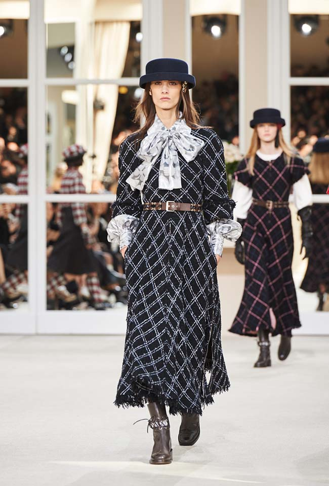 chanel-fall-winter-2016-collection-rtw-ready-to-wear-dresses (25)-black-maxi-dress