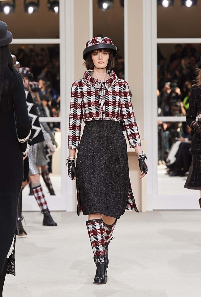 chanel-fall-winter-2016-collection-rtw-ready-to-wear-dresses (26)-midi-skirt-check-crop-jacket