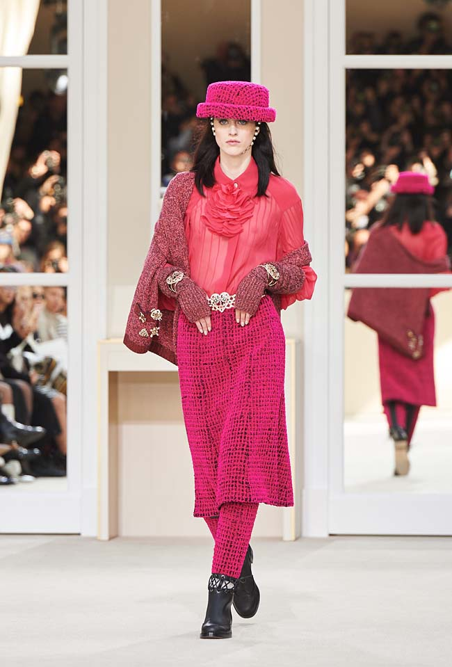 chanel-fall-winter-2016-collection-rtw-ready-to-wear-dresses (3)-pink-dress-boots-hat-top