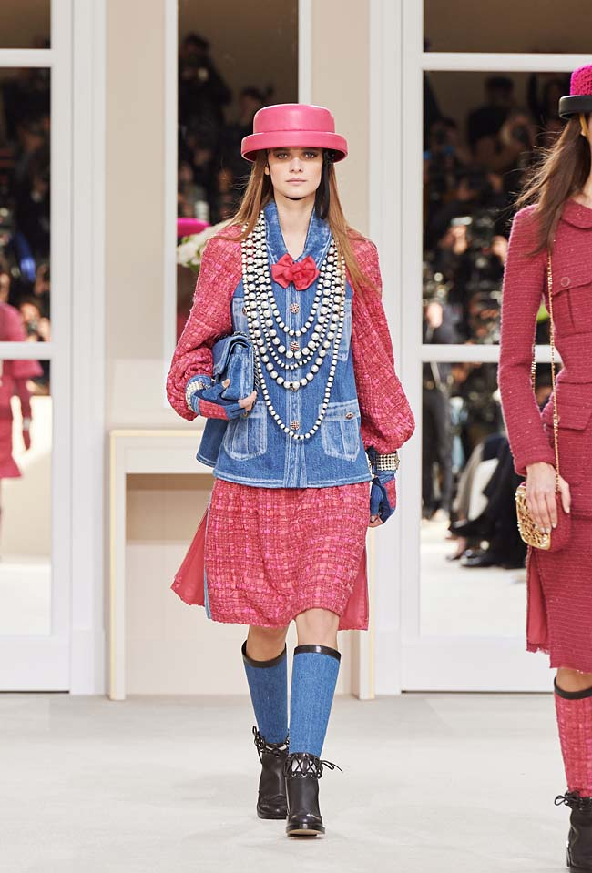 chanel-fall-winter-2016-collection-rtw-ready-to-wear-dresses (8)-pink-dress-blue-jacket