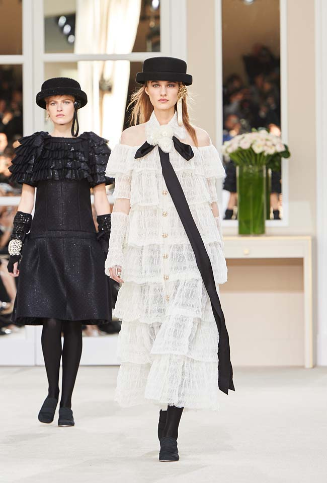 chanel-fall-winter-2016-collection-rtw-ready-to-wear-dresses (85)-long-black-ribbon-white-outfit