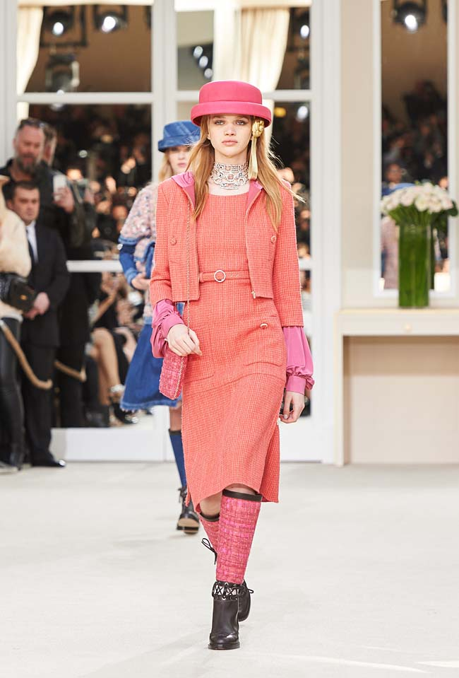 chanel-fall-winter-2016-collection-rtw-ready-to-wear-dresses (9)-salmon-pink-hat-dress-boots