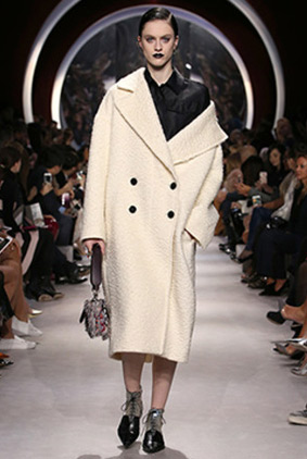 dior-black-lipstick-white-coat-fashion-week-show-fw16-rtw-fall-winter-dress