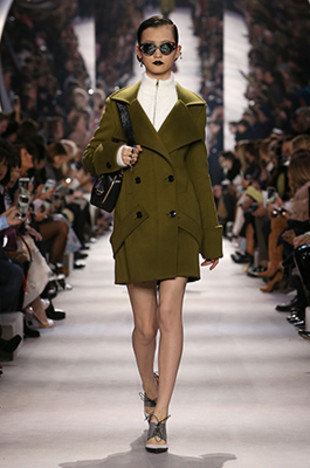 dior-fall-2016-winter-2017-fw16-rtw-fashion-collection-dresses (17)-olive-green-coat