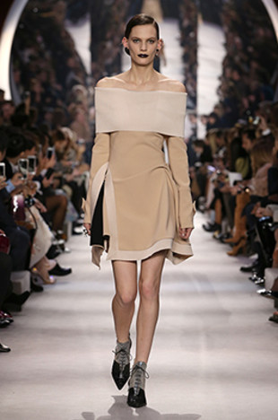 dior-fall-2016-winter-2017-fw16-rtw-fashion-collection-dresses (24)-off-shoulder-beige