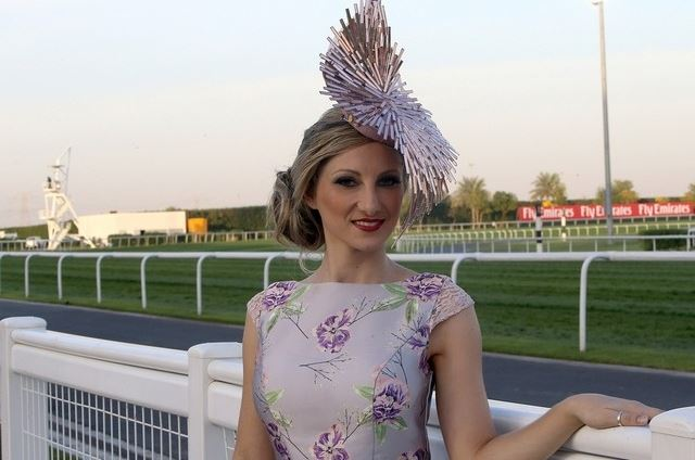 dubai-world-cup-2016-fashion-best-hats-dresses-girl-purple-fascinator-style