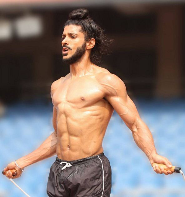 farhan-akhtar-top-bollywood-actor-best-hero-six-6-pack-abs-movie-indian-hd-bhag-milkha-bhag