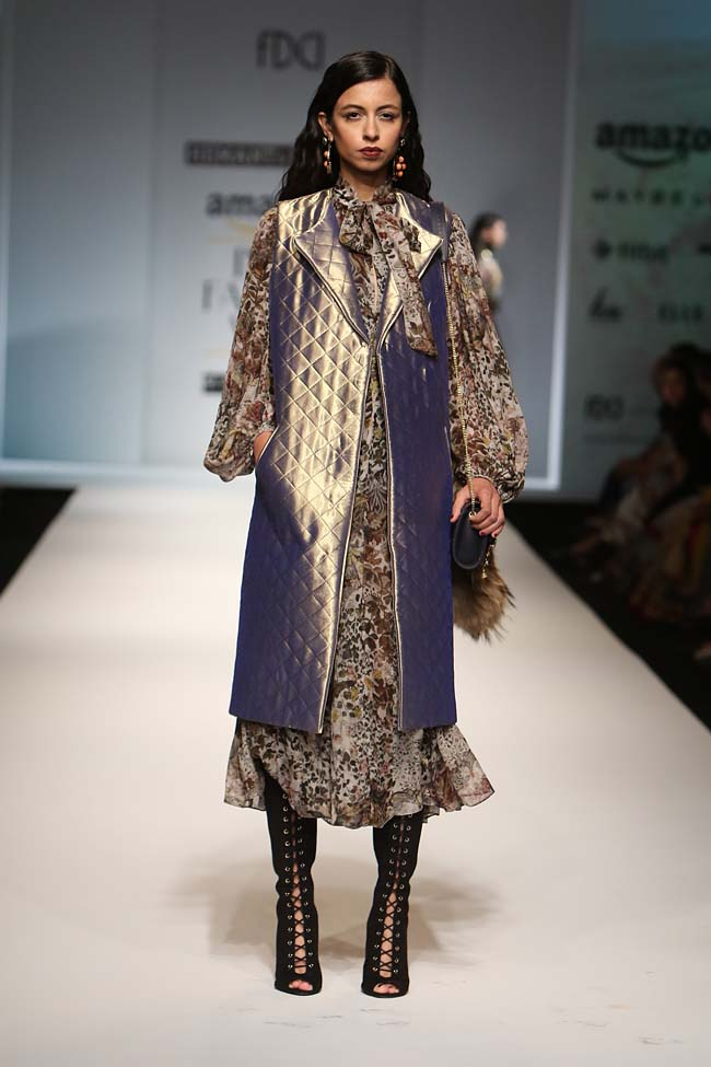 hemant-nandita-aw16-aifw-autum-winter-2016-dress (10)-knee-high-boots-long-coat-jacket-midi