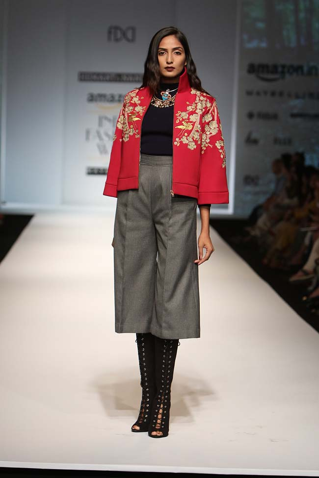 hemant-nandita-aw16-aifw-autum-winter-2016-dress (13)-culottes-red-jacket-makeup