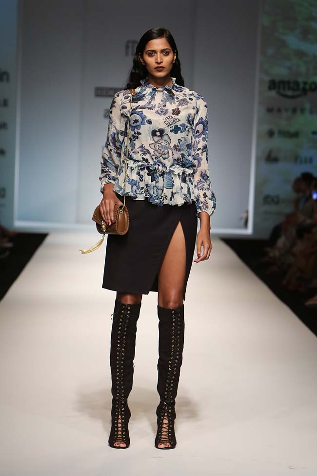 hemant-nandita-aw16-aifw-autum-winter-2016-dress (4)-slit-mini-skirt-boots-floral-top