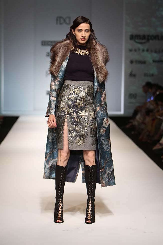 hemant-nandita-aw16-aifw-autum-winter-2016-dress (6)-grey-skirt-slit-boots-cape-jacket