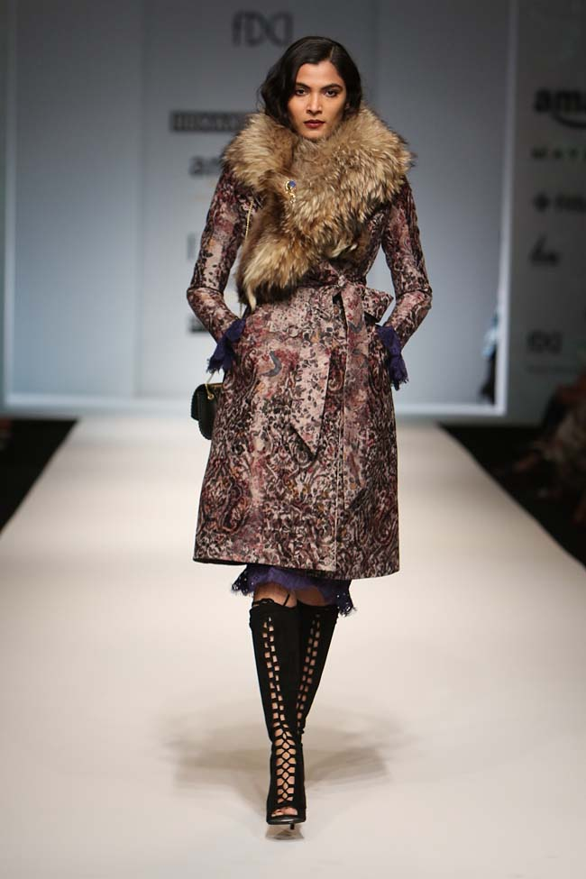 hemant-nandita-aw16-aifw-autum-winter-2016-dress (7)-fur-coat-collar-boots