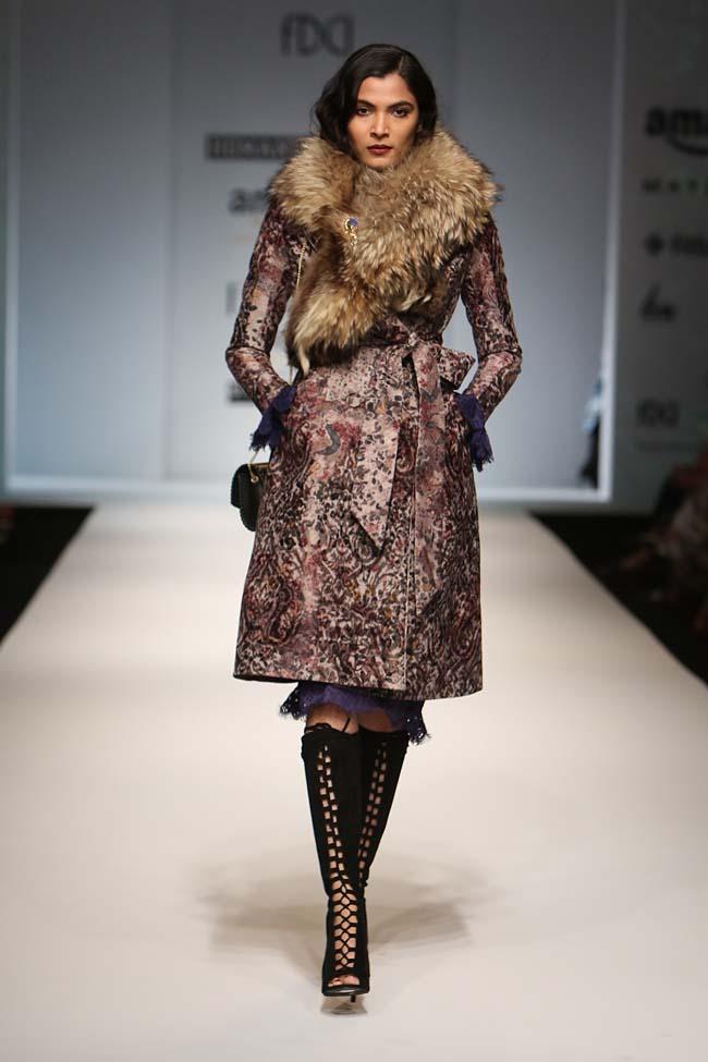 hemant-nandita-aw16-aifw-autum-winter-2016-dress (7)-fur-coat-collar-boots
