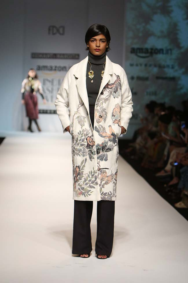 hemant-nandita-aw16-aifw-autum-winter-2016-dress (8)-white-floral-coat-flared-pant-turtle-neck