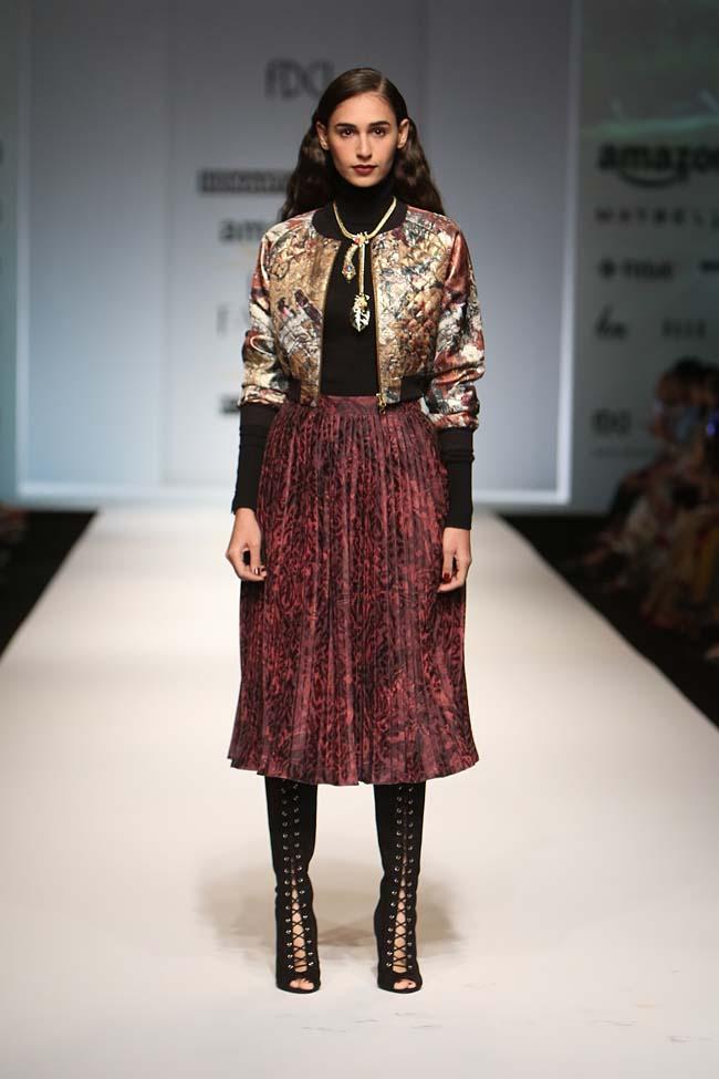 hemant-nandita-aw16-aifw-autum-winter-2016-dress (9)-red-long-skirt-golden-jacket-with-cut-out-boots