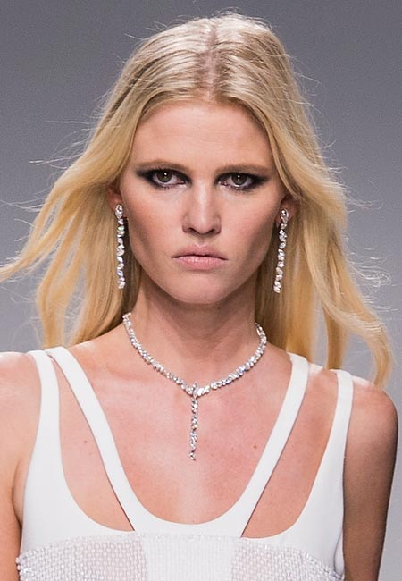 latest-spring-summer-2016-hairstyle-trends-ss16-center-part-versace