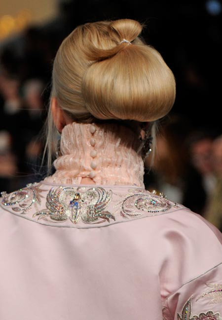 latest-spring-summer-2016-hairstyle-trends-ss16-party-buns-guo-pei