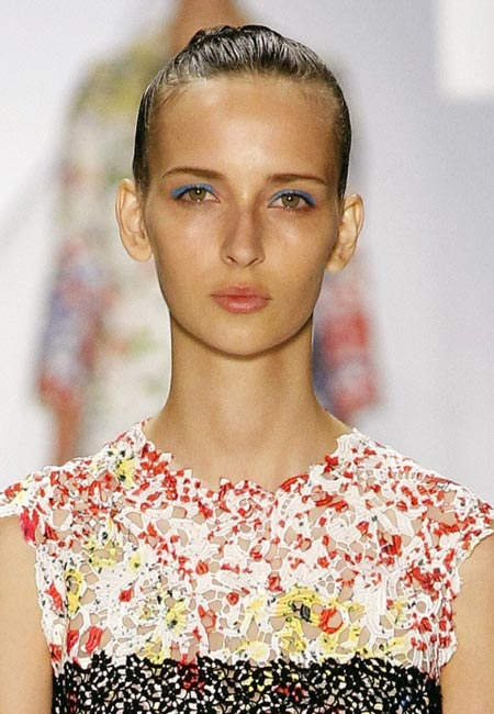 latest-spring-summer-2016-hairstyle-trends-ss16-party-buns-monique-lhuillier