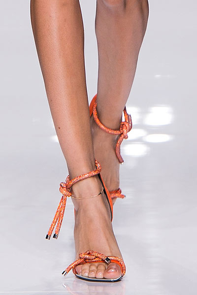 latest-spring-summer-2016-jewelry-trends-anklets-Atelier-Versace-ss16-shoes (1)