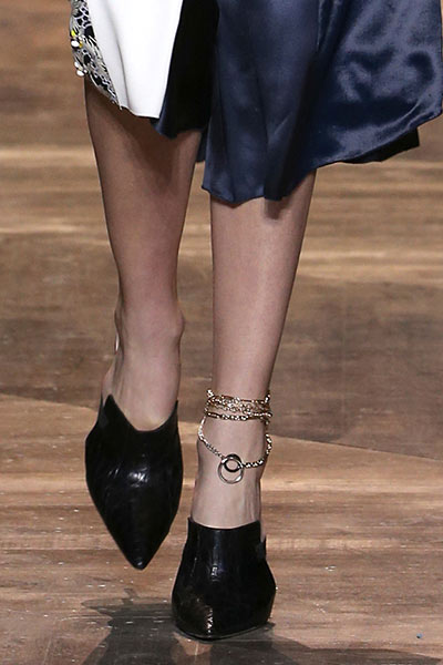 latest-spring-summer-2016-jewelry-trends-anklets-dior-ss16-shoes