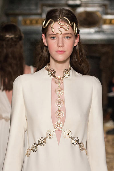 latest-spring-summer-2016-jewelry-trends-ss16-body-jewellery-snake-belt-valentino