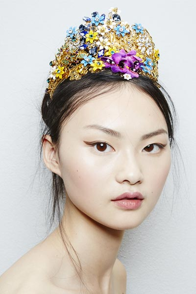 -latest-spring-summer-2016-jewelry-trends-ss16-dolce-and-gabbana-hair-accessories-tiara