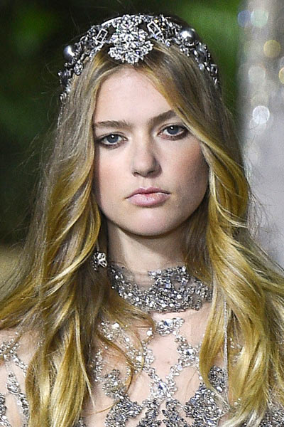 -latest-spring-summer-2016-jewelry-trends-ss16-elie-saab-hair-accessories-embellished-headband