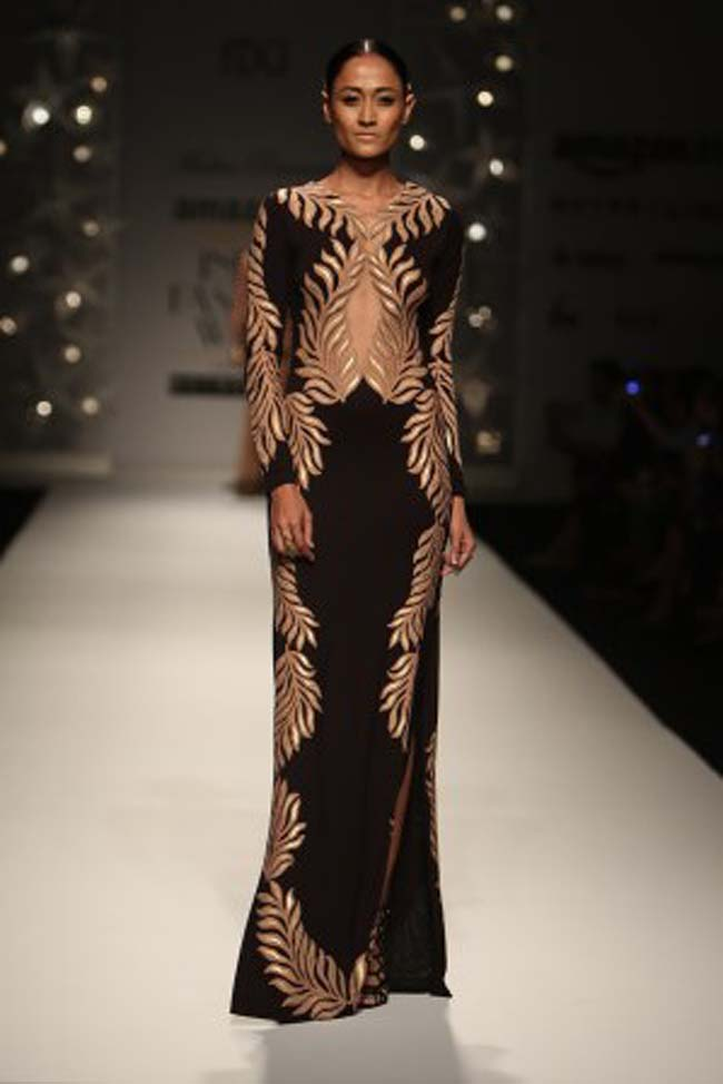 malini-ramani-aw16-dress-aifw-amazon-india-fashion-week-2016-autumn-winter (1)-black-gold-gown-indowestern