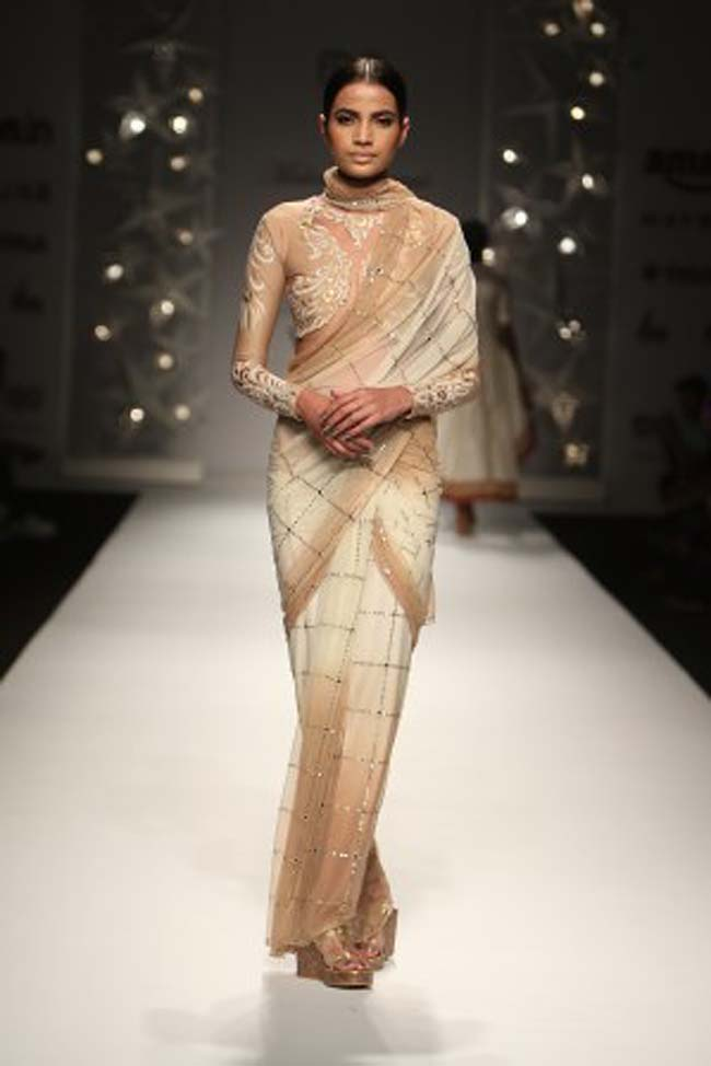 malini-ramani-aw16-dress-aifw-amazon-india-fashion-week-2016-autumn-winter (3)-white-beige-off-saree