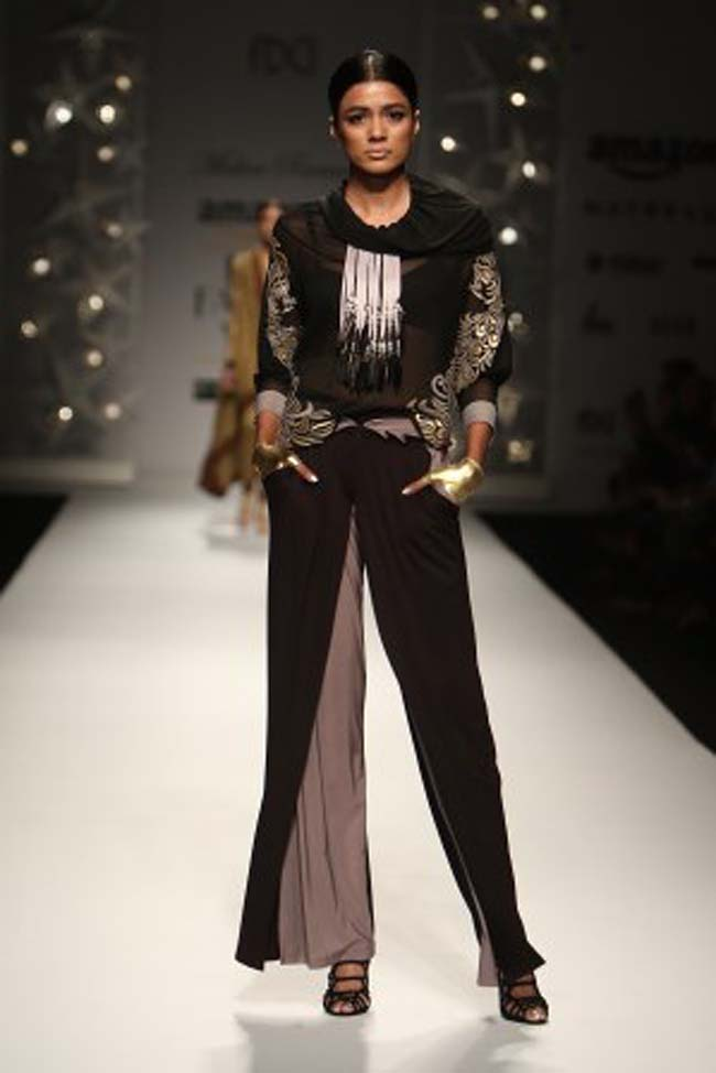 malini-ramani-aw16-dress-aifw-amazon-india-fashion-week-2016-autumn-winter (4)-black-indowestern-palazzo-pants