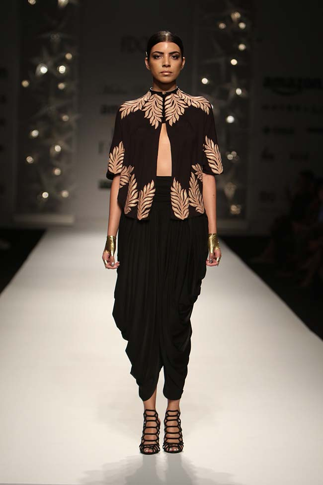 malini-ramani-aw16-dress-aifw-amazon-india-fashion-week-2016-autumn-winter (6)-salwar-jacket-embroidery-black-shoes
