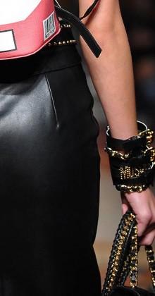 moschino-fall-winter-2016-17-womens-black-leather-buckle-bracelet